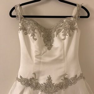 Romantic Style Wedding dress with long tail